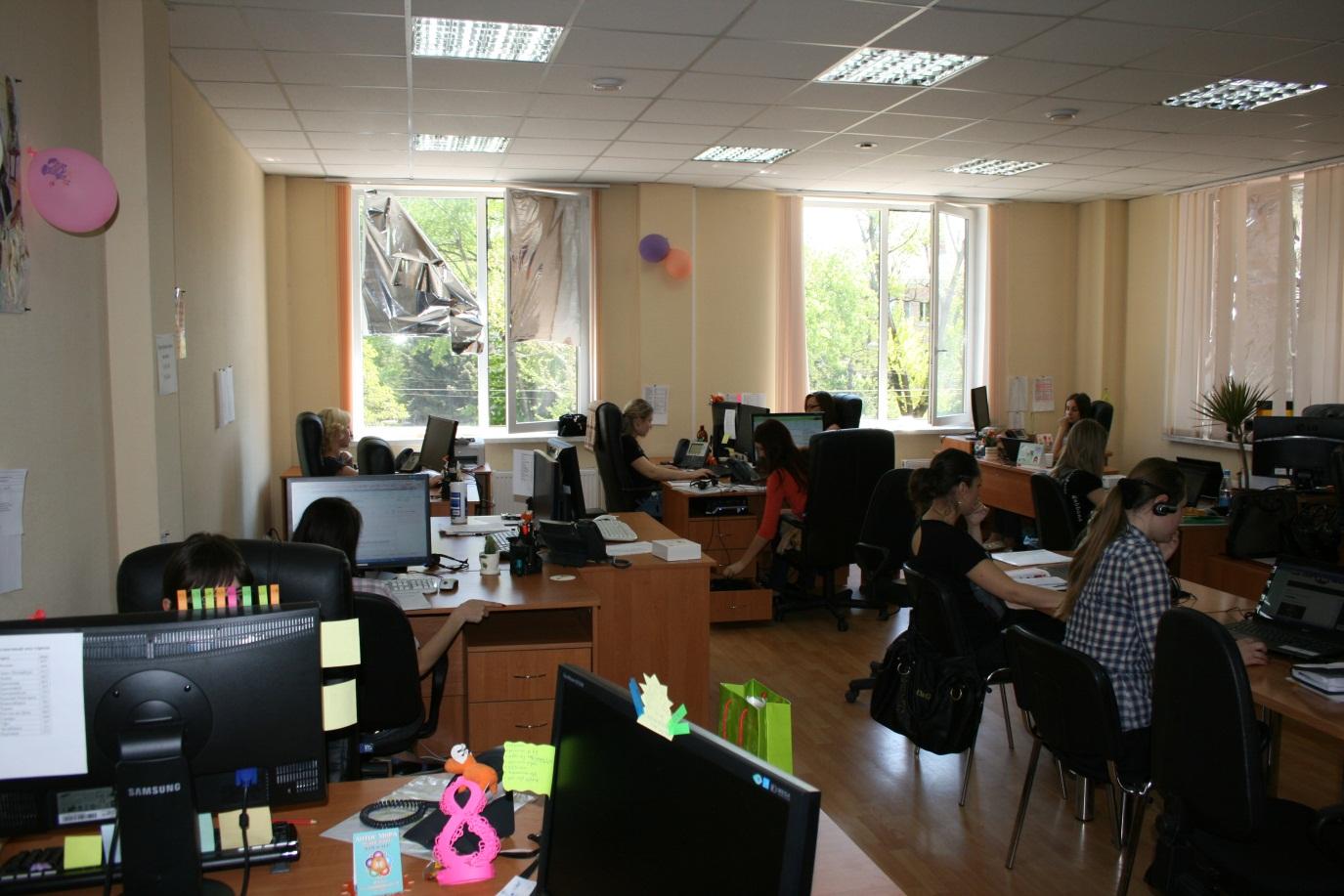 Девушки работают телеоператорами