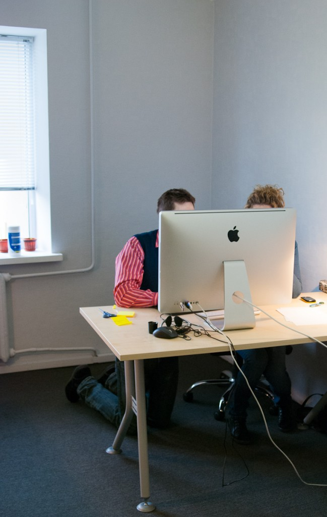 двое за компьютером