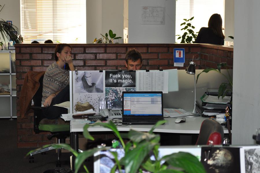 сектор офиса находится за кирпичной стеной