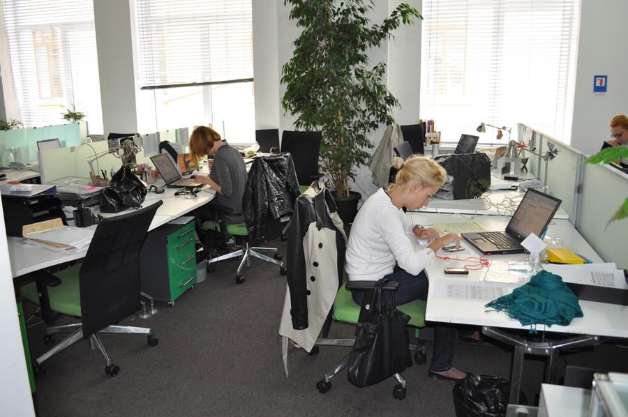 Здесь работают молодые люди