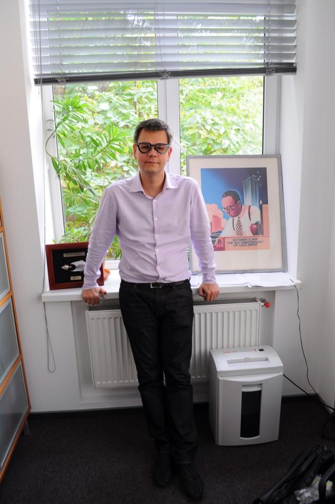 пора познакомиться с Юрием Луценко - замечательным директором агентства