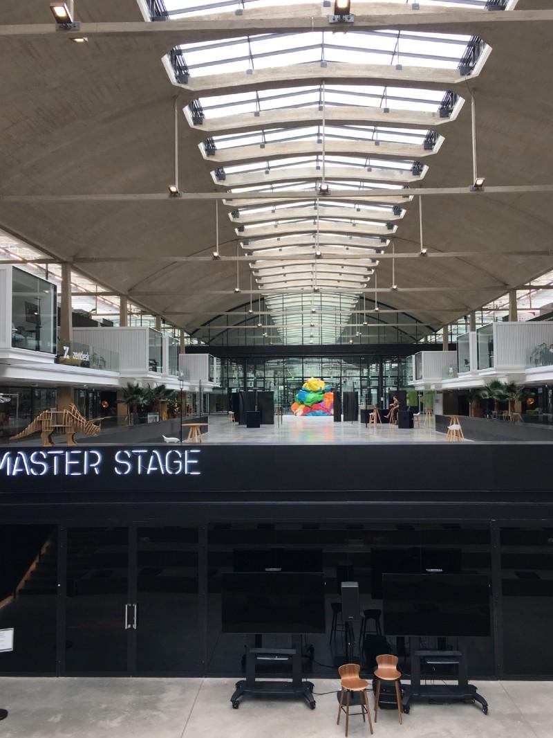 Main hall of station F